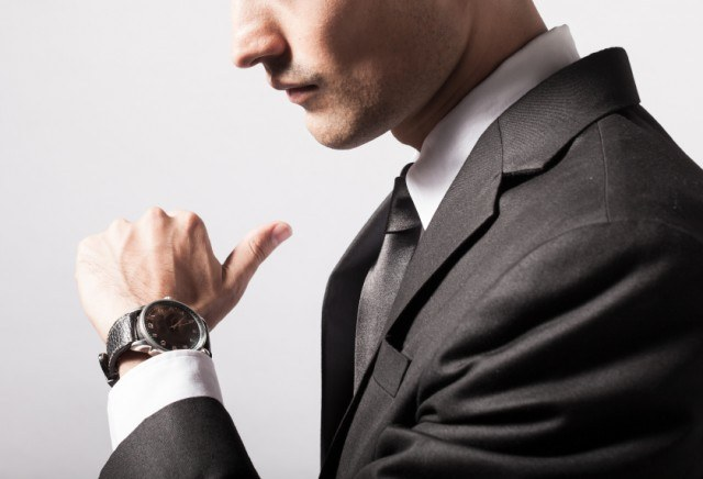 man-checking-the-time-on-his-wrist-watch-640x436