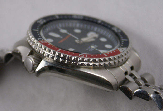 seiko-skx175-stainless-steel-automatic-dive-watch-bezel-side